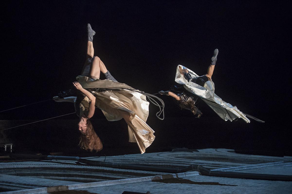 FULL WALL  – Spettacolo di danza verticale